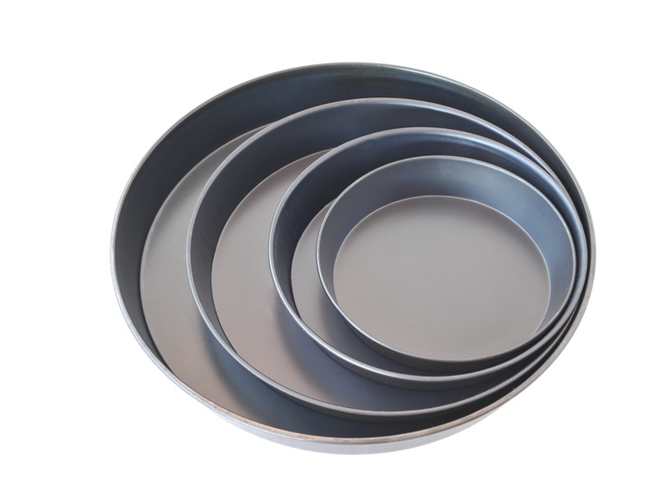 Round moulds made of blue steel for cake and pizza
