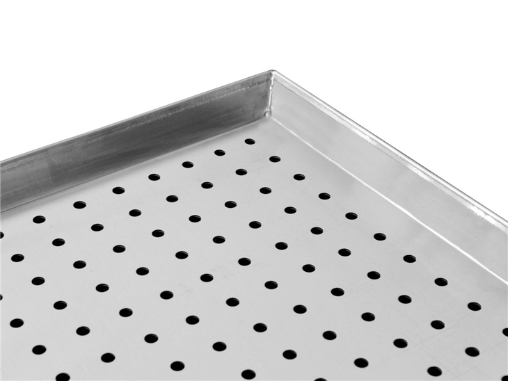 Flat tray with holes