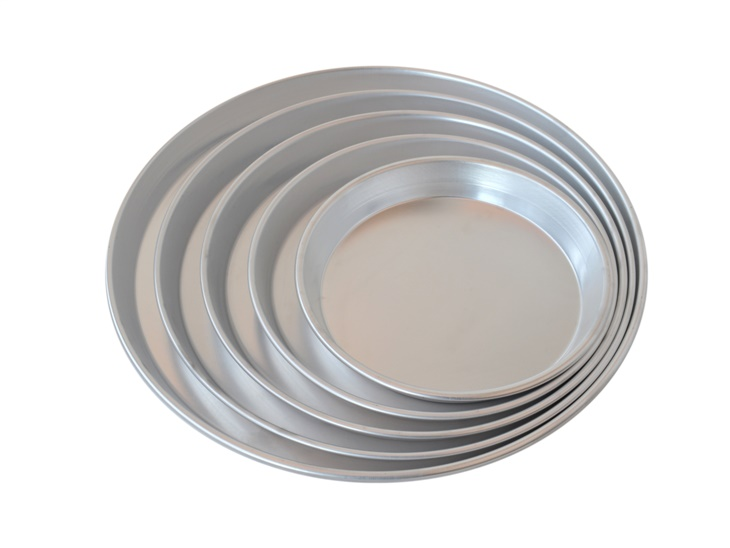 Round moulds made of aluminium for cake and pizza